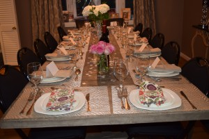 Tips For Hosting An NYE Dinner Party – ambiance, table decor, balloon drop and more